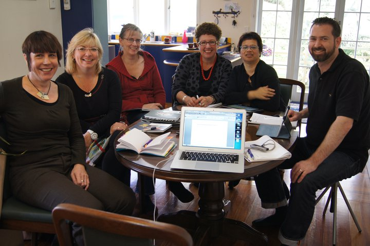 VfM workshop at Julian's - Fiona Cram, Kate McKegg, Jane Davidson, Judy Oakden, Nan Wehipeihana, Julian King